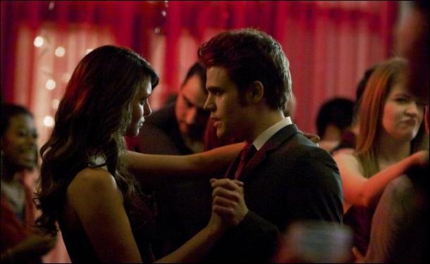 Que se passe-t-il pour Elena et Stefan dans l'épisode 18 ?