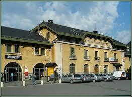 Quelle est la particularité de la gare de Latour-de-Carol, dans les Pyrénées-Orientales ?