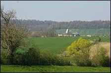 Peuplé d'à peine plus de 100 habitants, qu'abrite la commune des Trois-Domaines ( Meuse ) ?