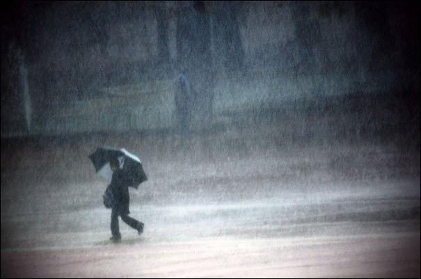 Je remue le ciel, le jour, la nuit Je danse avec le vent, la pluie