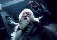 Qui désarme Dumbledore dans la tour d'Astronomie ?