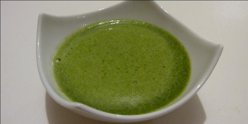 En ajoutant, en fin de cuisson, un mélange de crème fraîche et de jaune d'œuf, à une soupe purée, on obtient :