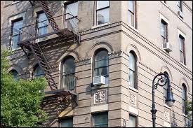 Qui sont les 4 membres de la bande qui ont habité le plus souvent dans le même immeuble ?