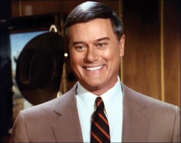 Dans le dernier épisode de Dallas, qui dit à J. R de se tuer ?
