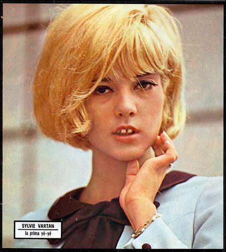 En 1964, Sylvie Vartan affirme dans cette chanson composée par Charles Aznavour :  Je serai ...