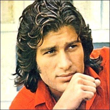 En 1970, Mike Brant a demandé  Laisse-moi toute une nuit faire avec toi le plus beau, le plus long voyage. Oh ! Veux-tu le faire aussi ?   dans la chanson :