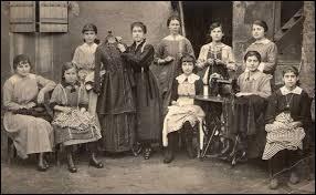 Quel nom a été donné aux couturières parisiennes connues pour avoir fait grève en 1917 ?