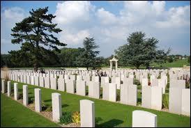 Quelle est la nationalité des soldats de ala Première Guerre mondiale enterrés au cimetière de Nolette dans la Somme ?