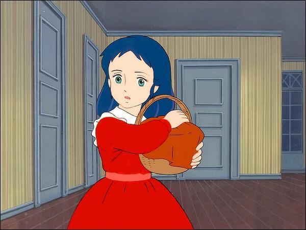 Sur cette image, Sarah tient un panier et porte une belle robe rouge. A quelle situation cela correspond-il ?