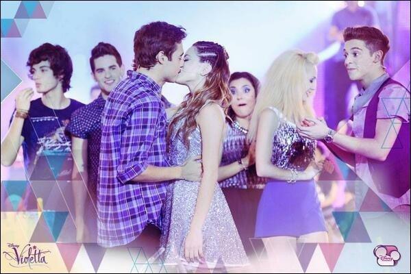 Qui sont les personnages de la série qui s'embrassent sur cette photo ?