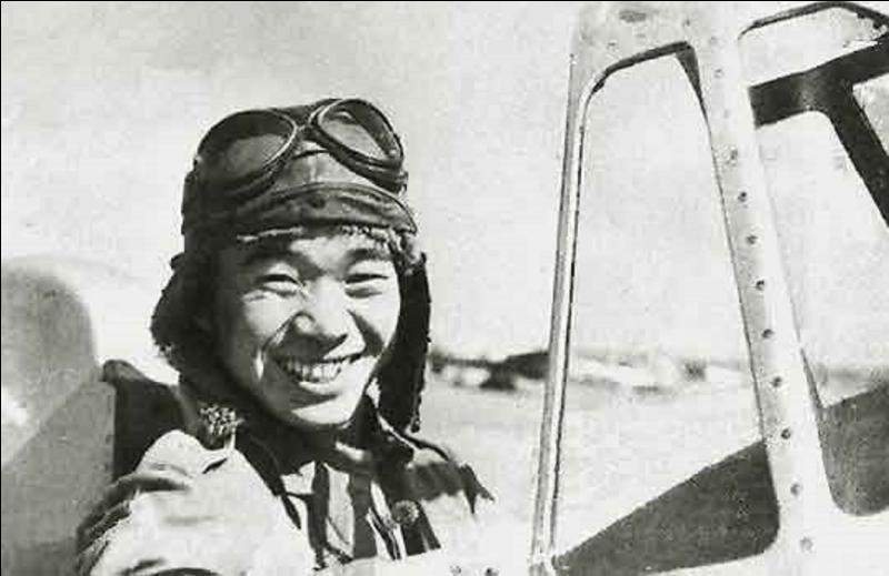 Saburo Sakai était un pilote de chasse japonais pendant la 2e Guerre mondiale. Il fut grièvement blessé au-dessus de Guadalcanal en 1945. Que lui est-il arrivé ?