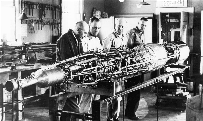 Robert Goddard est un physicien, précurseur de l'astronautique. Un de ces travaux, se basant sur ces travaux, il créa une méthode particulière pour distribuer certains « objets ». Quelle était cette idée ?