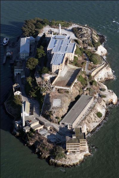 Pourquoi les prisonniers d'Alcatraz bénéficiaient-ils de douches bien chaudes pendant leur incarcération ?