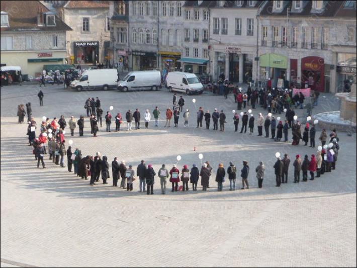 Comment appelle-t-on ce mouvement lancé en 2007, qui consiste en un rassemblement silencieux destiné à protester comme l'enfermement des personnes sans papier, en France ?