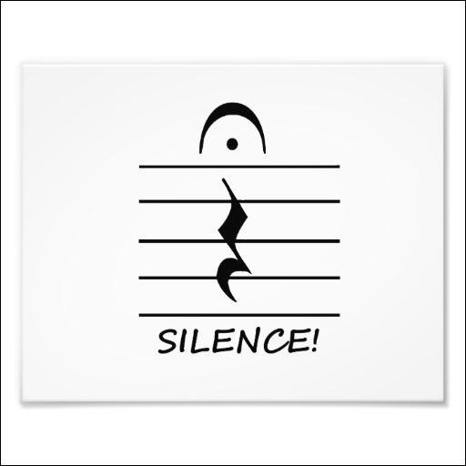 En musique, un silence correspond à un moment où on n'entend aucun son. Parmi les suivants, quel mot ne correspond pas à un silence ?