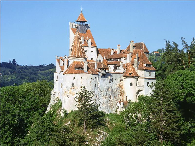 A quelle légende a-t-on associé le château de Bran, situé dans les Carpates ?