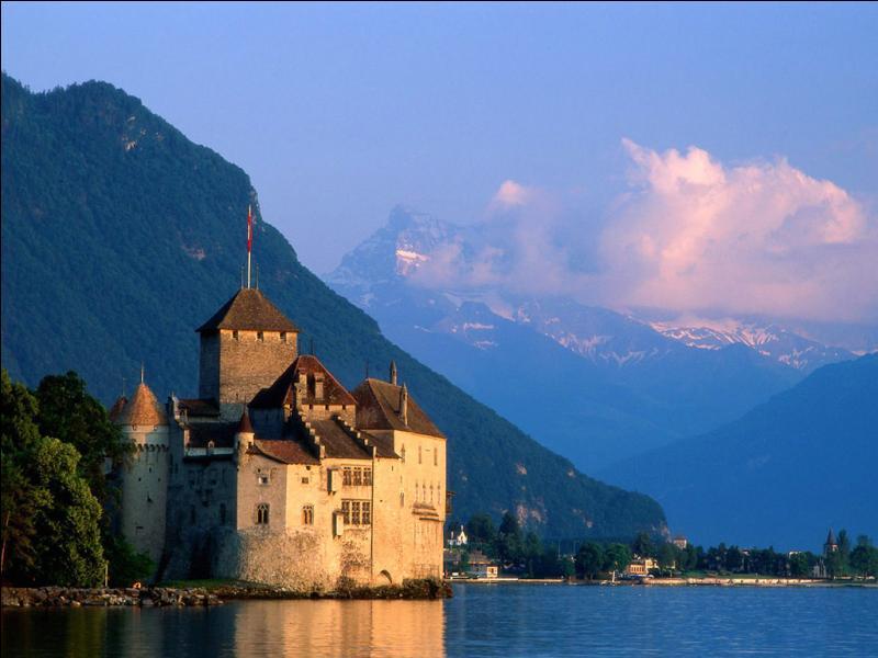 Au bord de quel lac, le château-fort de Chillon se trouve-t-il ?