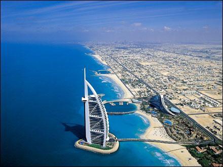 Avant ici, c'était un désert mais maintenant quel est le nom de cette ville riche qui a été construite?