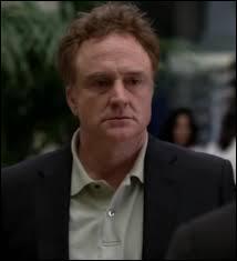 Comment s'appelle l'homme qui prétend être John le Rouge à la fin de la saison 3 ?