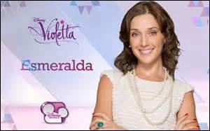 Esmeralda est engagée par :