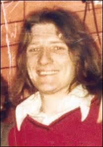 Le groupe irlandais Black 47 a écrit une chanson en hommage à Bobby Sands. Comment est mort ce membre de l'IRA en 1981 ?