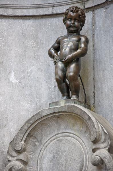 Il s'agit d'une statue de bronze intitulée  Le Manneken Pis . Dans quelle ville belge se trouve-t-il ?
