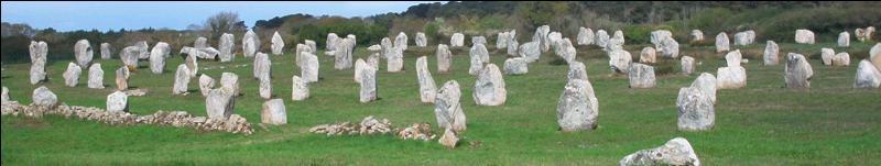 Je suis un alignement mégalithique situé dans la ville bretonne de Carnac. De quel département fait-il partie ?