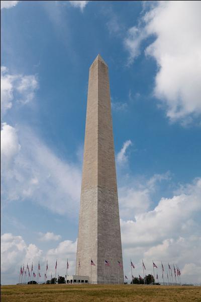 Il se nomme le  Washington Monument . De quel président américain est-il une commémoration ?