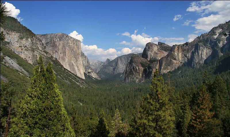 Je suis un parc national américain situé en Californie, que suis-je ?