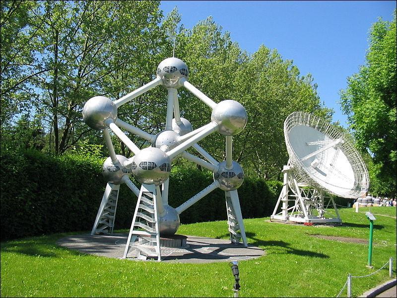 J'ai été construit à l'occasion de l'Exposition universelle de 1958 sous le nom d' Atomium . Mais dans quel pays ?