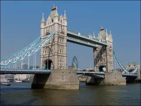 Voici le  Tower Bridge , mais dans quelle ville se trouve ce pont ?