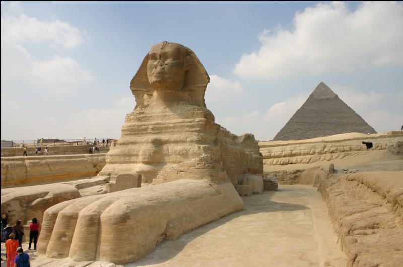 Voici le célèbre  Sphinx  en Egypte. Dans quelle ville peut-on l'admirer ?