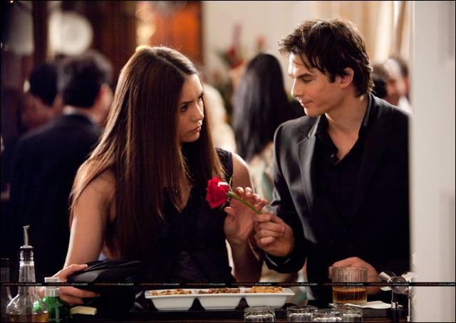 Elena va-t-elle tomber amoureuse de Damon ?