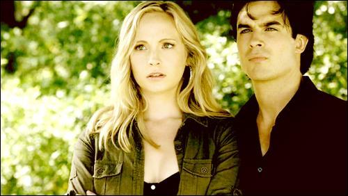 Damon est-il sorti avec Caroline ?