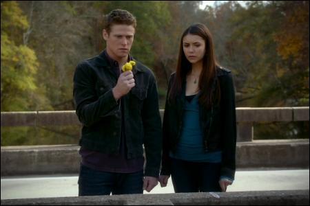 Elena est-elle déjà sortie avec Matt ?
