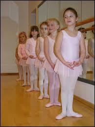 Dans quelle position les petites filles sont-elles ?