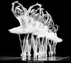 Comment s'appelle la prestigieuse école de danse en France ?