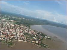 Je suis la préfecture de la Guyane mais également un 4X4 allemand de luxe de chez ...