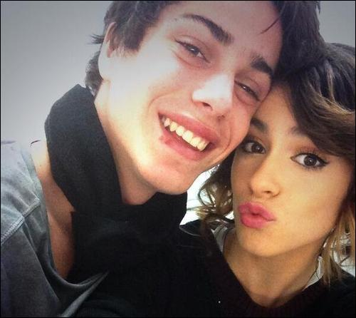 Le garçon avec Martina sur cette photo, c'est son frère