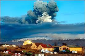 Où se situe l'Eyjafjallajökull, volcan au nom imprononçable ?