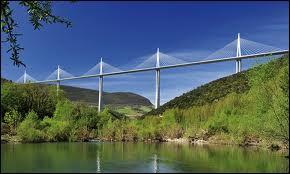 Le Viaduc de Millau est-il plus haut que la Tour Eiffel ?