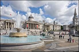 Dans quelle ville se situe Trafalgar Square ?