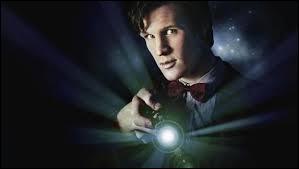 Le Docteur porte toujours une cravate.