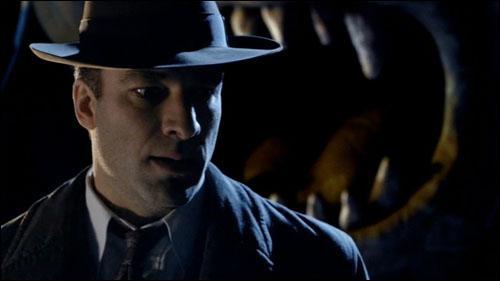 """Épisode 5. """"Les Anges prennent Manhattan"""". Comment s'appelle le détective que les Anges prennent au début de l'épisode ?"""