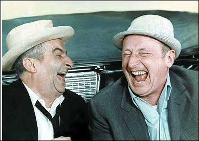 Dans quel film s'appelle-t-il Léopold Saroyan, où il tente grâce à l'aide involontaire d'Antoine Maréchal de faire passer des produits illicites en France, cachés dans une belle Cadillac ?