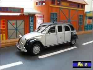 Une 2CV limousine, la classe ! Pour s'en faire, il faut rallonger le châssis, les pots de suspension et j'en passe mais il faut surtout posséder le kit :