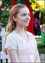 Qui est l'actrice qui joue Penny Scavo à partir de la saison 5 ?