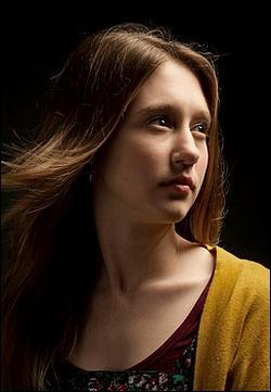 Comment se prénomme le personnage interprété par Taissa Farmiga ?