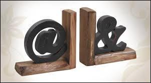 """Comment appelle-t-on ce signe qui résulte de la ligature des lettres de la conjonction de coordination """"et"""" ?"""