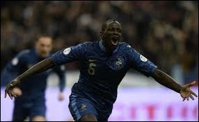 """La France est qualifiée pour la Coupe du monde 2014. Après avoir été battue 2-0 à l'aller, la France gagne 3-0 grâce à un doublé de Mamadou Sakho, et le fameux : """"et 1, et 2, et 3-0"""" de 1998 revient. Contre qui était-ce ?"""